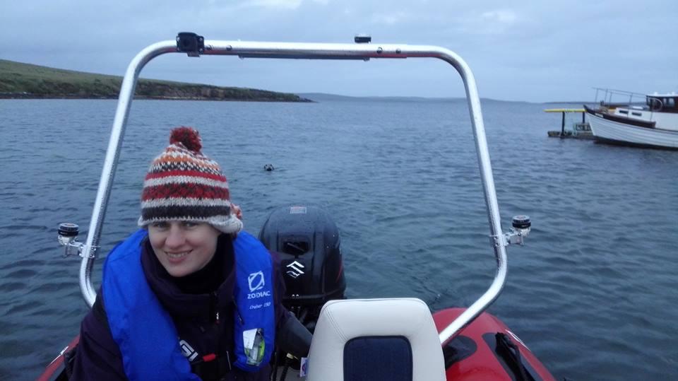 Fiona met de trouwe zeehond daarachter