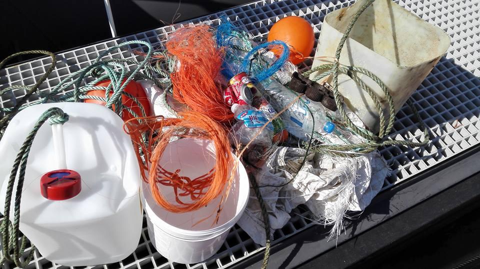 Video: Afval rapen bij Bruine Bank met nieuwe boot